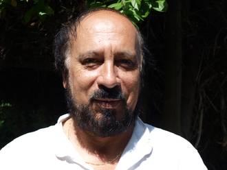 Hosni Tekaya enseigne l'économie à l'Université de Picardie Jules-Verne et au lycée amiénois Michelis